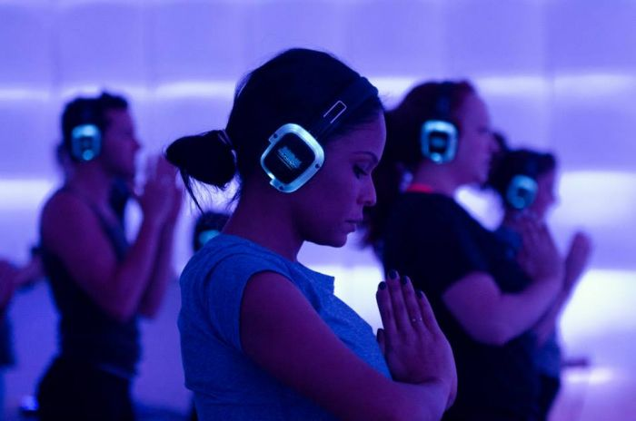 the sound of silence 2 reasons to try sound off yoga
